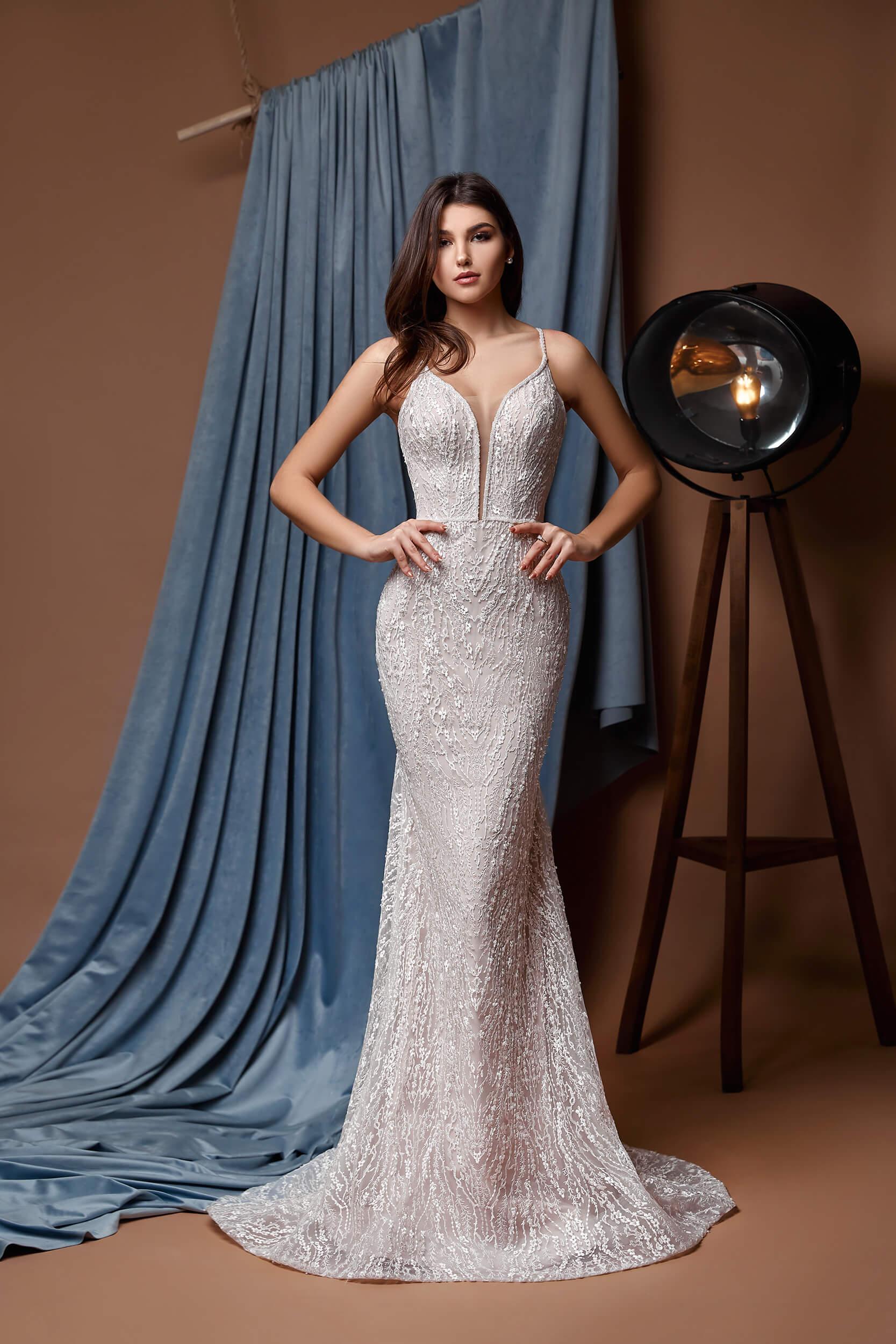 прямое свадебное платье со шлейфом | Vero