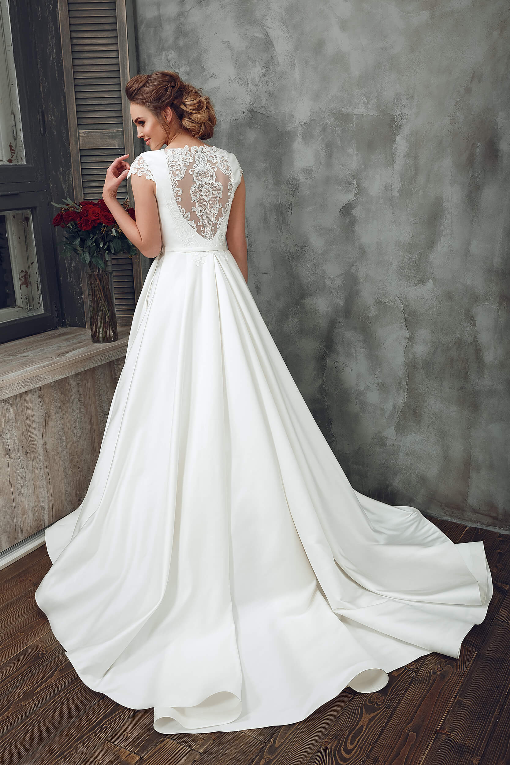 моей точки свадебные платья с закрытой спиной фото российский рынок кроссовер