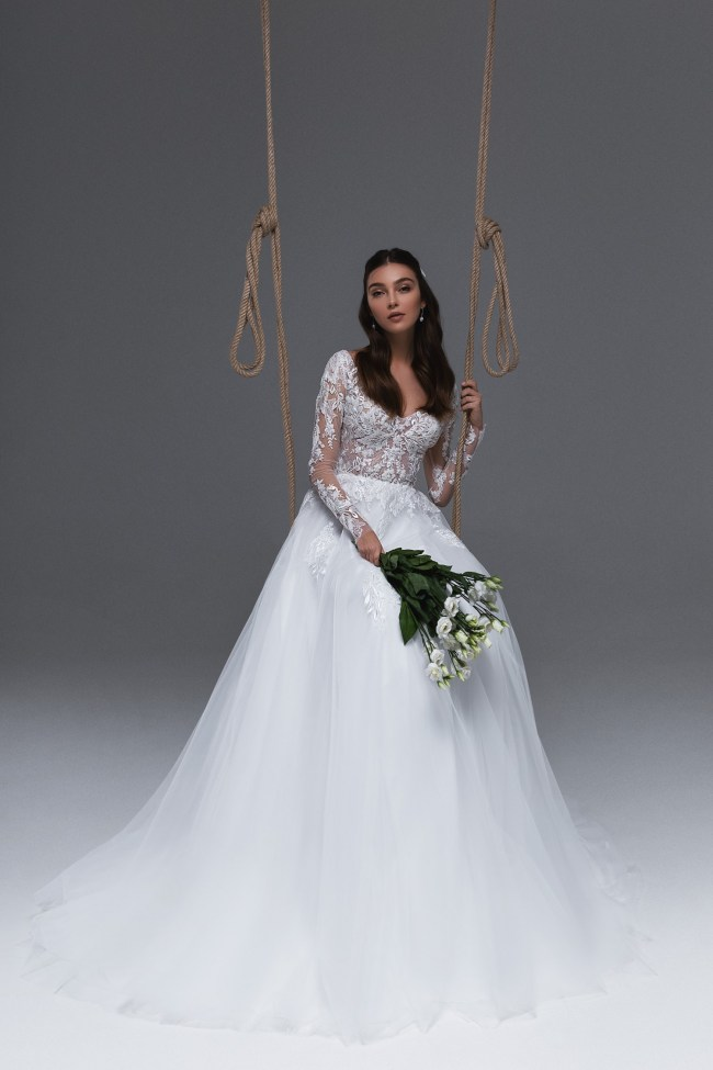свадебное платье с кружевными рукавами   Vero